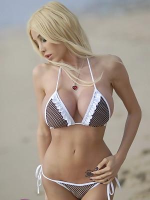 Stunning Kimber James posing in alluring bikini